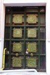 Porte de l'Institut français d'Athènes