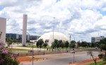 Brasilia, Bibliothèque nationale, Musée national, Cathédrale et Ministères futuristes.